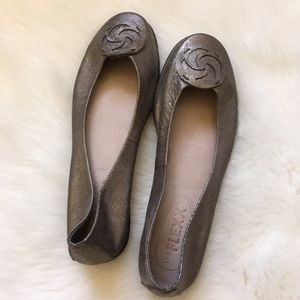 Metallic ballet slippers by The Flexx Like New